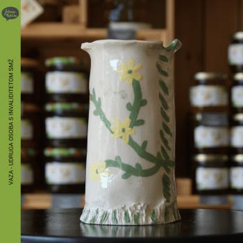vaza bijela zuti cvijet uosismz zelena kuca petrinja